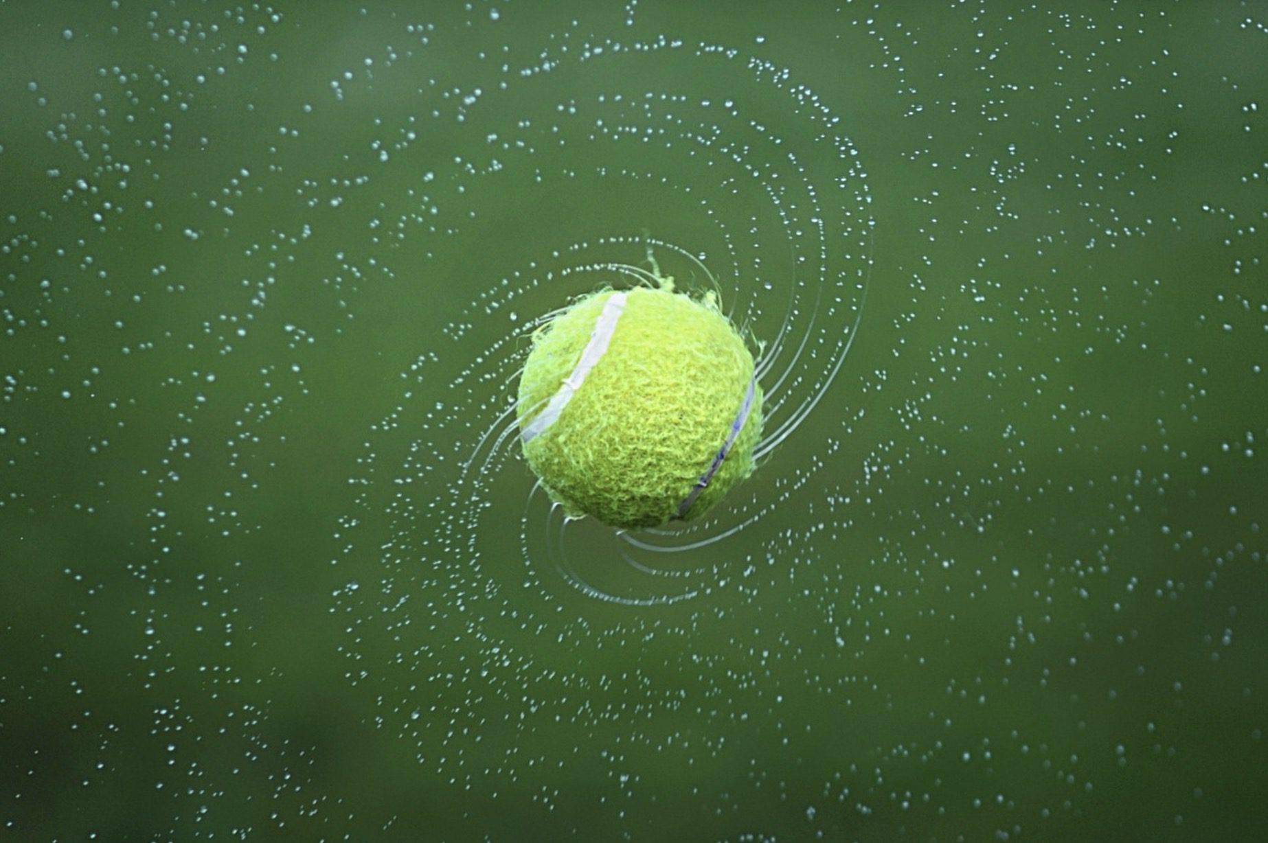 Une balle de tennis
