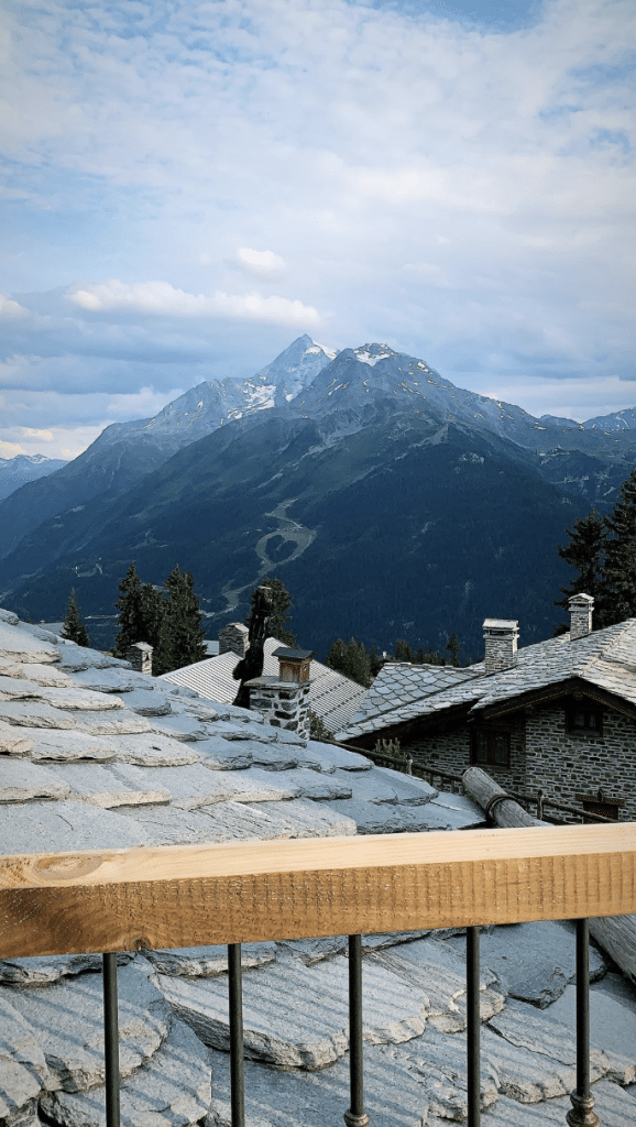 Marion Dail fait un coucou de la montagne