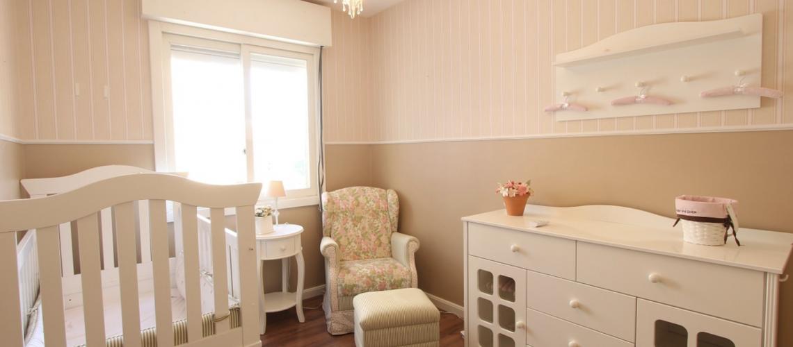 Comment agencer la chambre d\'un bébé avec la pédagogie Montessori ...